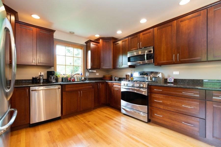 Real Estate Photography - 12325 S. 90th Avenue, Palos Park, IL, 60464 - Kitchen