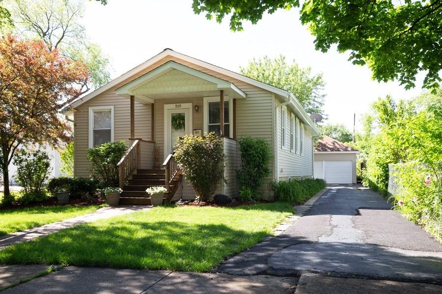 Real Estate Photography - 929 Woodlawn Avenue, Des Plaines, IL, 60016 - Front View