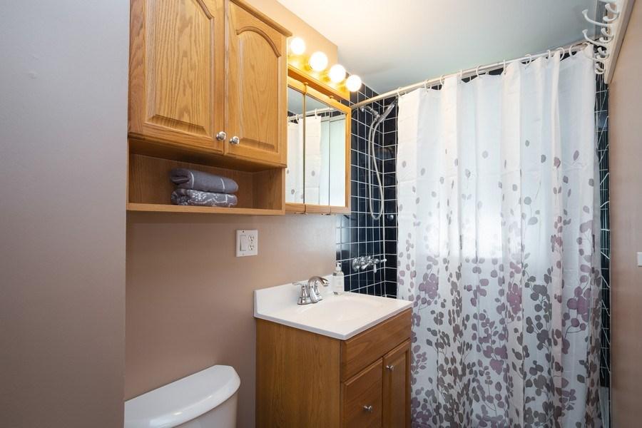 Real Estate Photography - 929 Woodlawn Avenue, Des Plaines, IL, 60016 - Bathroom