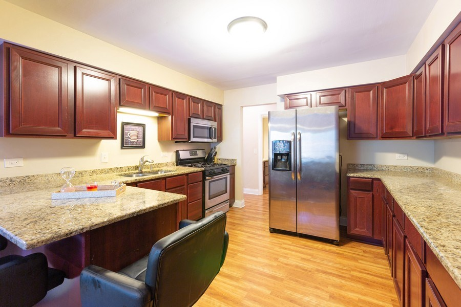 Real Estate Photography - 550 Woodmar Lane, Crystal Lake, IL, 60012 - Kitchen