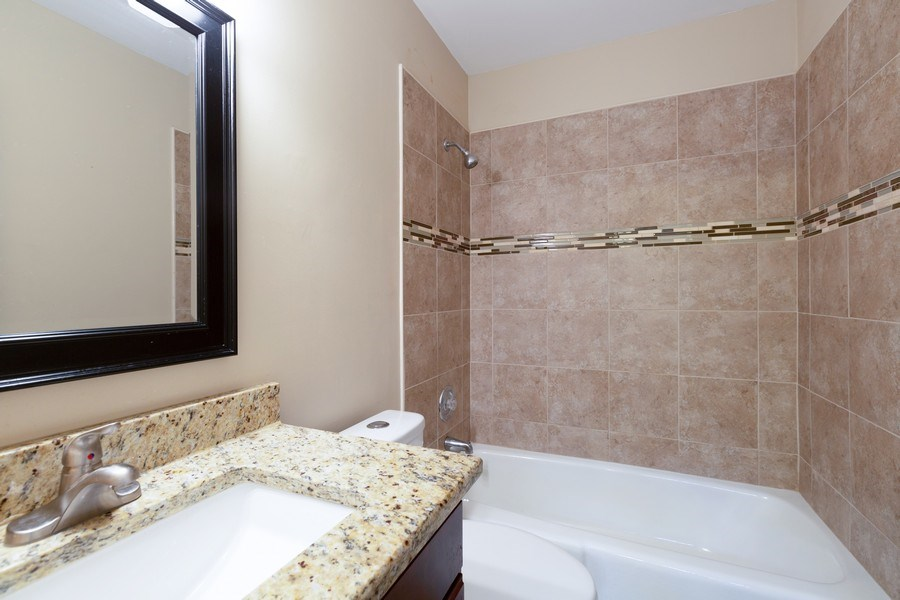 Real Estate Photography - 550 Woodmar Lane, Crystal Lake, IL, 60012 - 2nd Bathroom