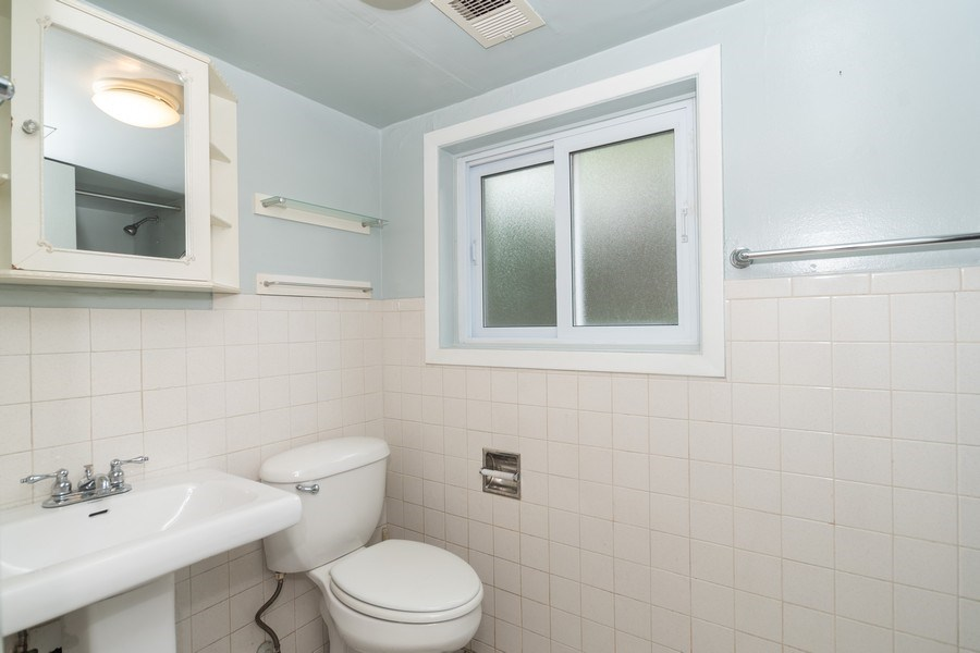 Real Estate Photography - 1 Stacy Court, Glenview, IL, 60025 - Full Bath