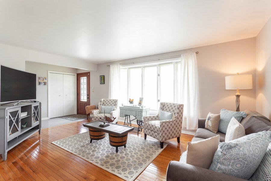 Real Estate Photography - 5501 Virginia Avenue, Clarendon Hills, IL, 60514 - Living Room