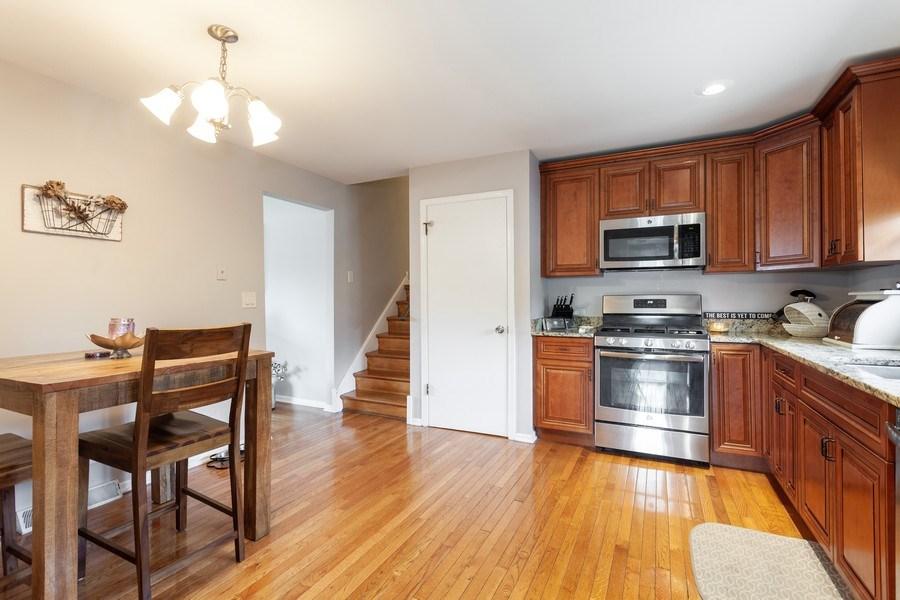 Real Estate Photography - 5501 Virginia Avenue, Clarendon Hills, IL, 60514 - Kitchen