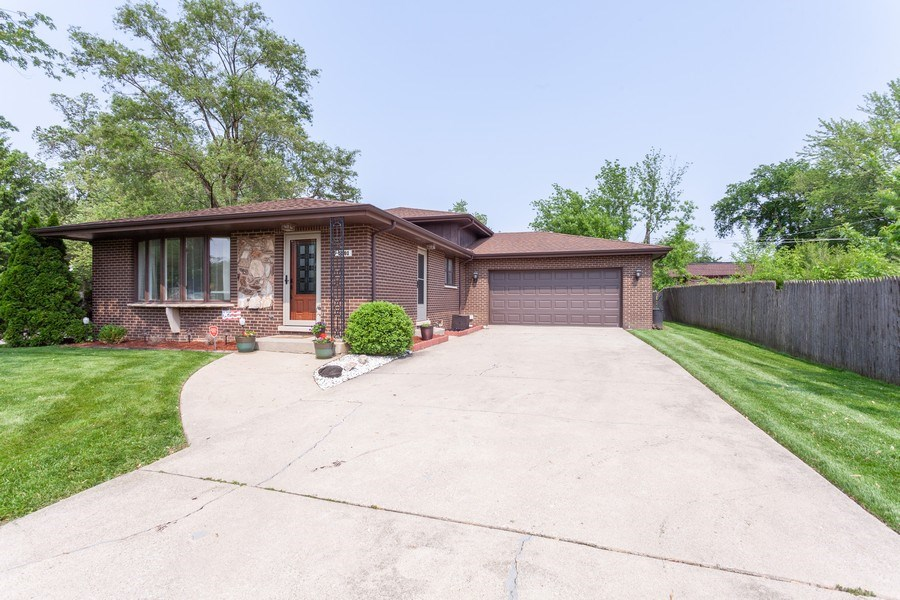 Real Estate Photography - 5501 Virginia Avenue, Clarendon Hills, IL, 60514 - Front View