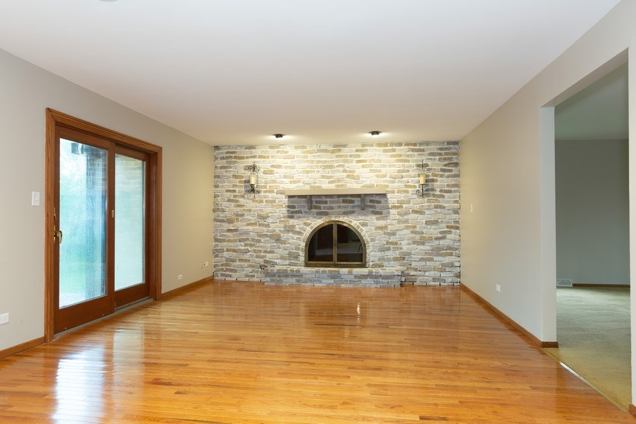 Real Estate Photography - 60 Romiga Lane, Palos Park, IL, 60464 - Family Room