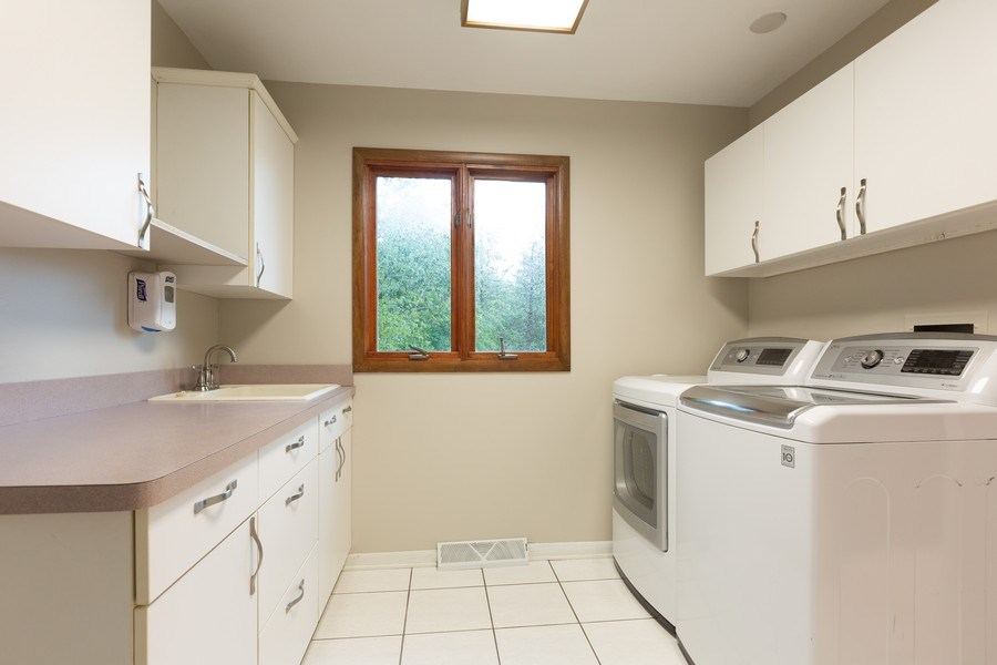 Real Estate Photography - 60 Romiga Lane, Palos Park, IL, 60464 - Laundry Room