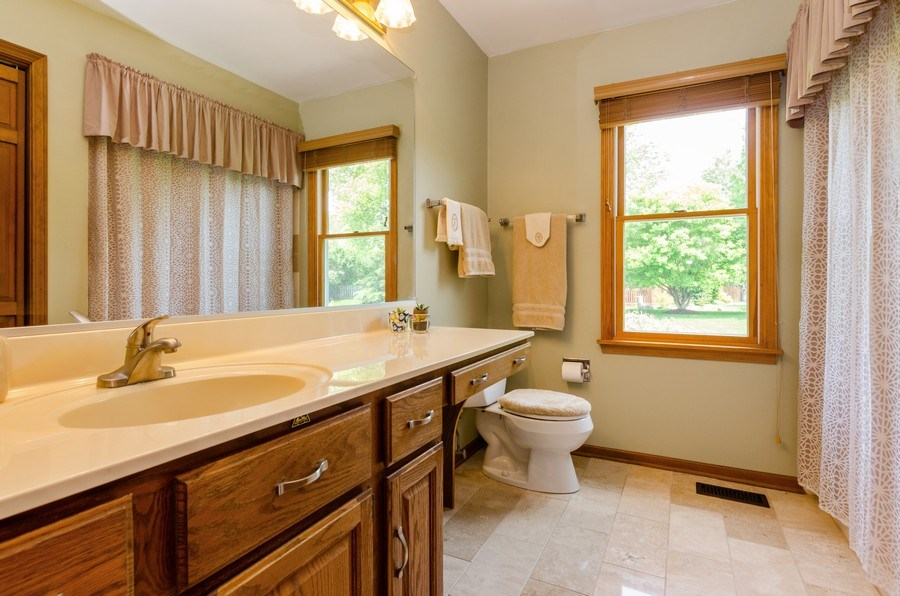 Real Estate Photography - 1410 Spring Hill Drive, Algonquin, IL, 60102 - 2nd Bathroom