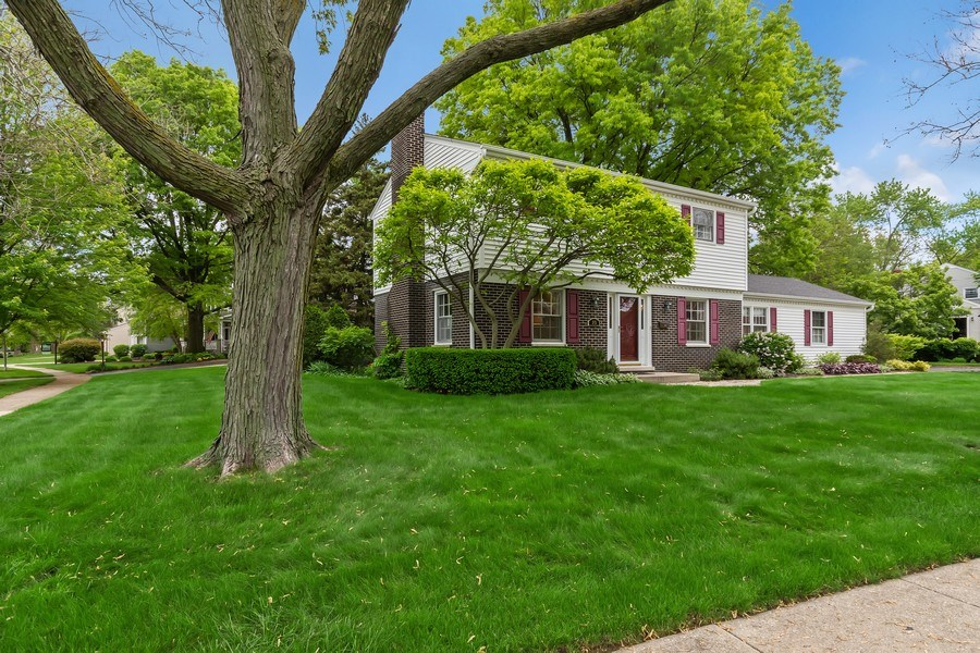 Real Estate Photography - 305 E. 12th Avenue, Naperville, IL, 60563 - Walk to all schools, the train, even downtown
