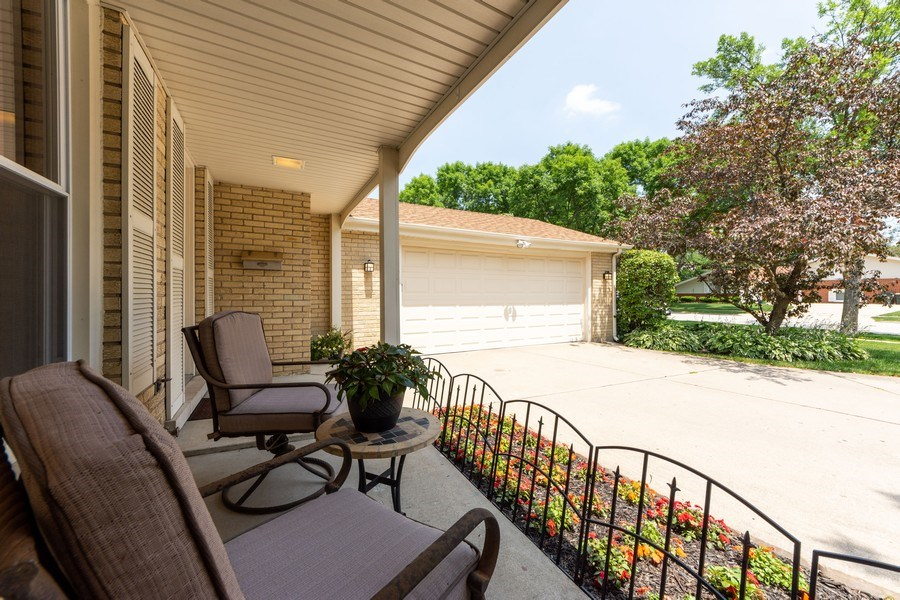 Real Estate Photography - 3018 N. Stratford Road, Arlington Heights, IL, 60004 - Porch