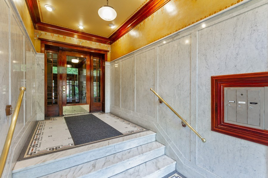 Real Estate Photography - 5643 N. Kenmore Avenue, Unit G, Chicago, IL, 60660 - Lobby