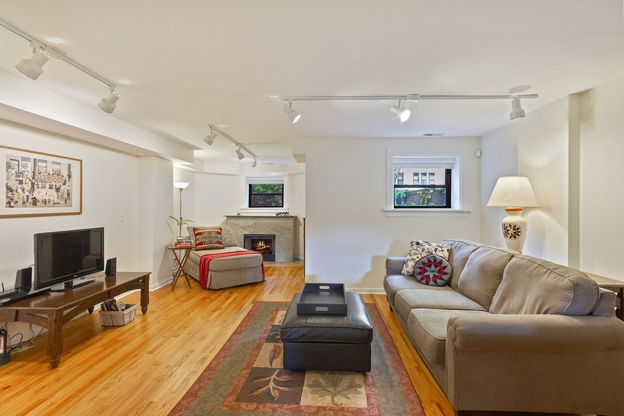 Real Estate Photography - 5643 N. Kenmore Avenue, Unit G, Chicago, IL, 60660 - Living Room