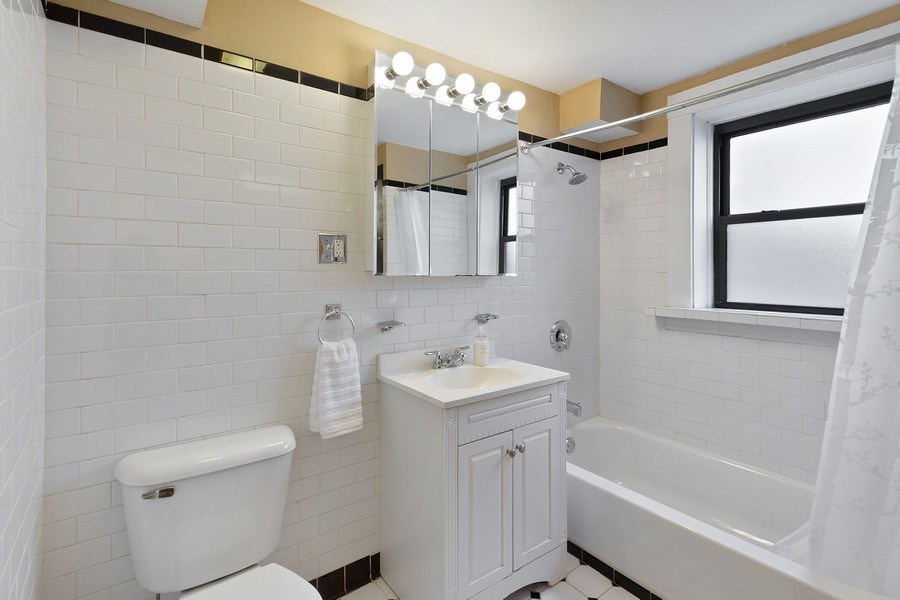 Real Estate Photography - 5643 N. Kenmore Avenue, Unit G, Chicago, IL, 60660 - Bathroom