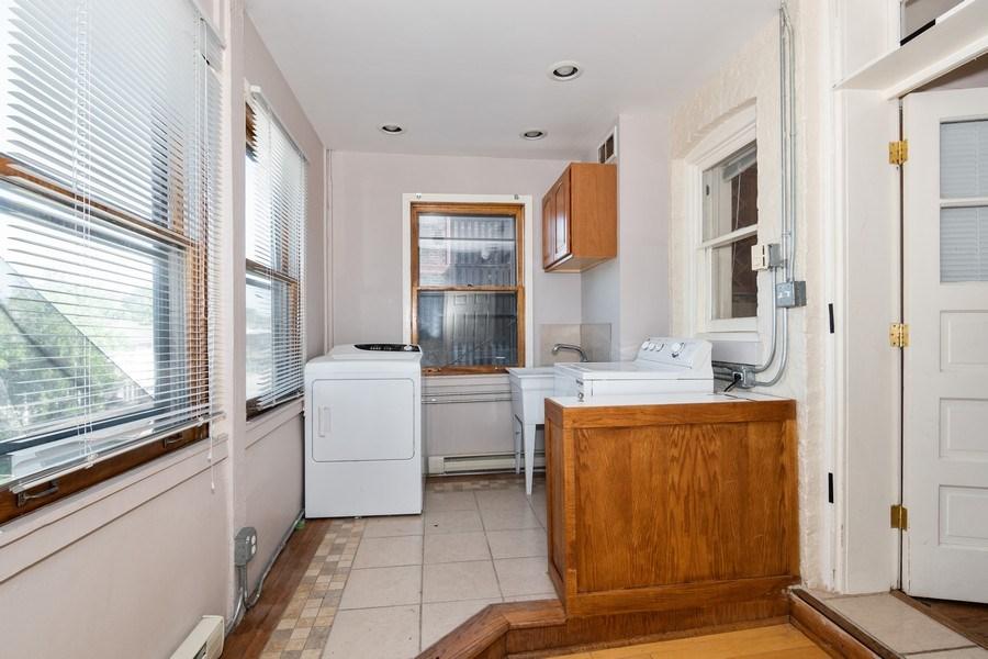 Real Estate Photography - 504 S. Austin Boulevard, Unit 2, Oak Park, IL, 60304 - Laundry Room