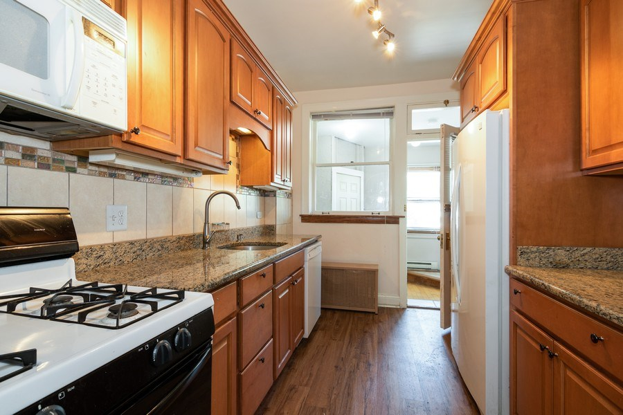 Real Estate Photography - 504 S. Austin Boulevard, Unit 2, Oak Park, IL, 60304 - Kitchen