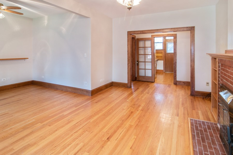 Real Estate Photography - 817 Lake St, 2N, Oak Park, IL, 60302 - Living Room / Dining Room