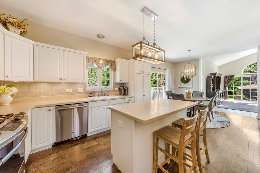 Real Estate Photography - 404 Kerry Court, Prospect Heights, IL, 60070 - Kitchen / Breakfast Room