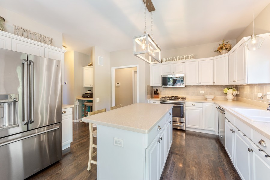 Real Estate Photography - 404 Kerry Court, Prospect Heights, IL, 60070 - Kitchen