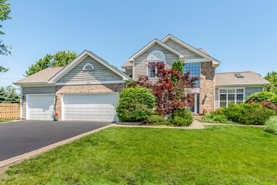 Real Estate Photography - 404 Kerry Court, Prospect Heights, IL, 60070 - Front View