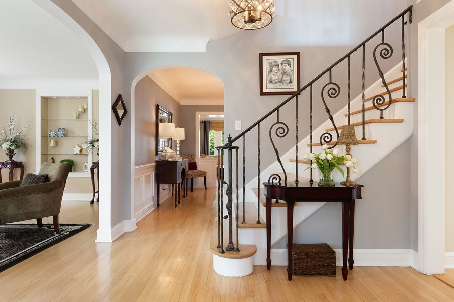 Real Estate Photography - 506 Uvedale Road, Riverside, IL, 60546 - Foyer