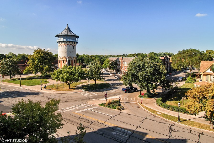 Real Estate Photography - 506 Uvedale Road, Riverside, IL, 60546 - Riverside Commercial Business District