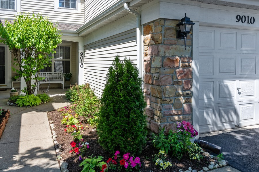 Real Estate Photography - 9010 W. Heathwood Circle, Niles, IL, 60714 - Entrance