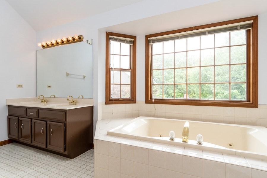 Real Estate Photography - 140 BRECKENRIDGE Drive, Aurora, IL, 60504 - Master Bathroom