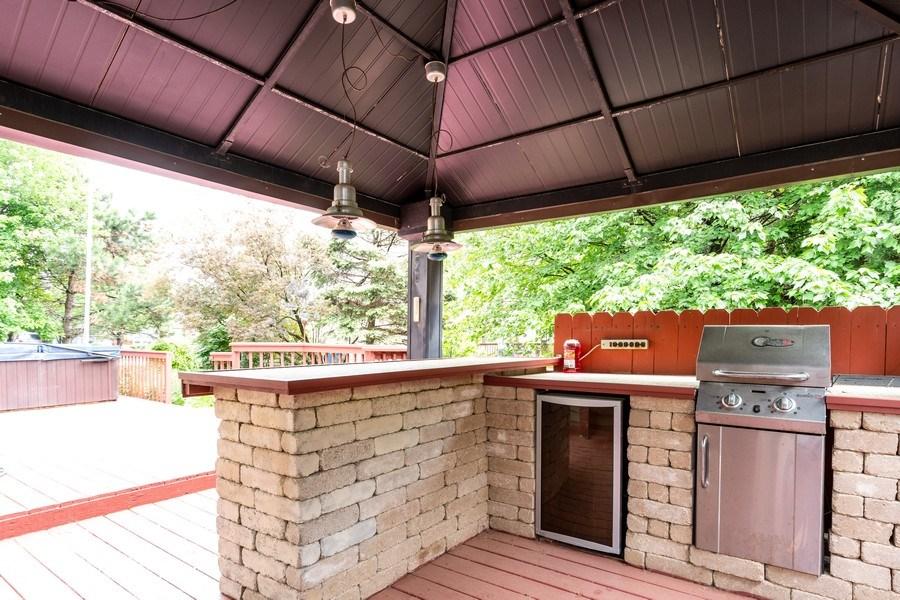 Real Estate Photography - 140 BRECKENRIDGE Drive, Aurora, IL, 60504 - Bar