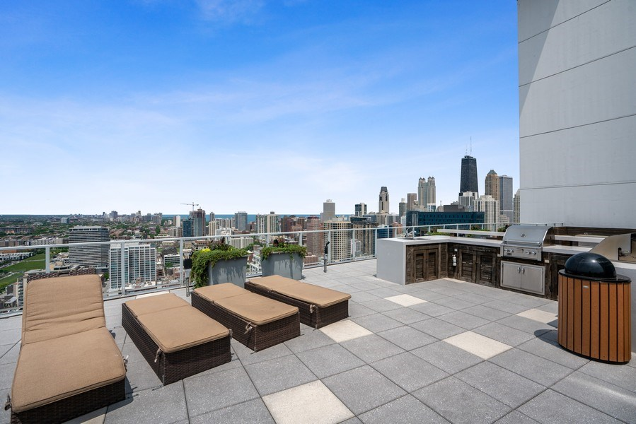Real Estate Photography - 303 W. Ohio Street, Unit 3005, Chicago, IL, 60654 - Roof Deck