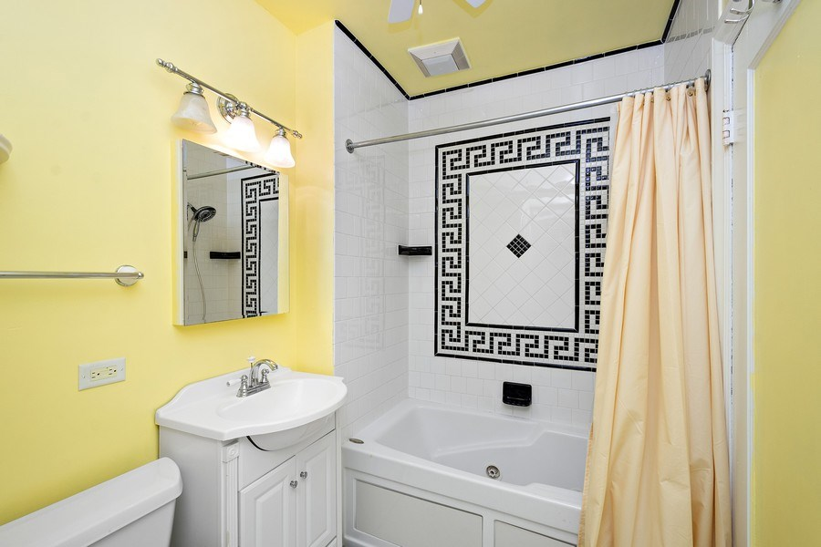 Real Estate Photography - 10615 S. Seeley Avenue, Chicago, IL, 60643 - Bathroom
