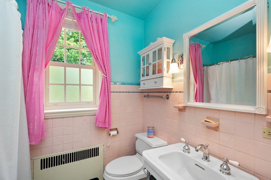 Real Estate Photography - 10615 S. Seeley Avenue, Chicago, IL, 60643 - 2nd Bathroom