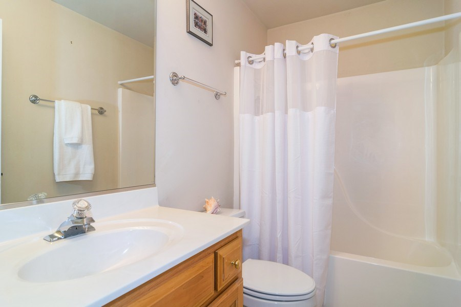 Real Estate Photography - 39W085 DEAN Lane, St. Charles, IL, 60175 - Bathroom
