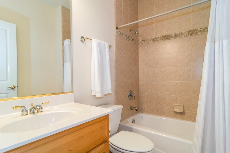Real Estate Photography - 39W085 DEAN Lane, St. Charles, IL, 60175 - 2nd Bathroom