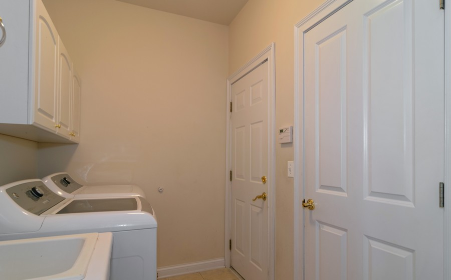 Real Estate Photography - 39W085 DEAN Lane, St. Charles, IL, 60175 - Laundry Room