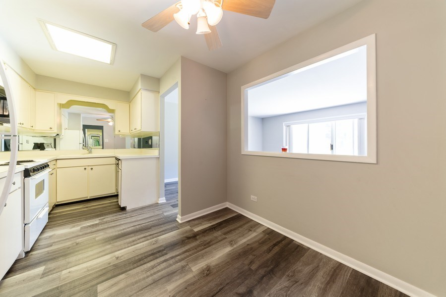 Real Estate Photography - 4225 Saratoga Ave, 105B, Downers Grove, IL, 60515 - Kitchen