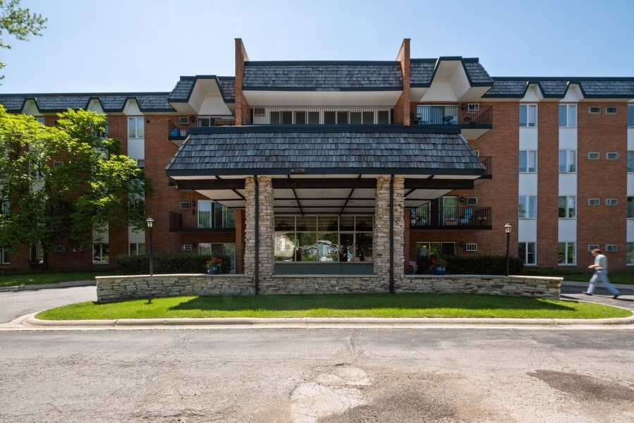 Real Estate Photography - 4225 Saratoga Ave, 105B, Downers Grove, IL, 60515 - Front View