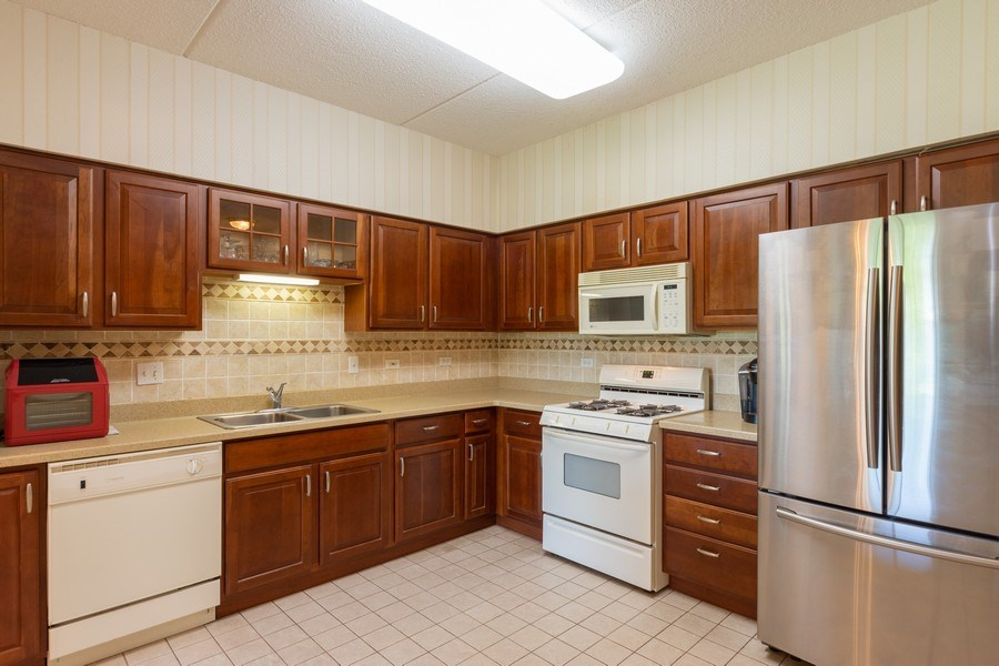 Real Estate Photography - 3401 N. Carriageway Drive, Unit 303, Arlington Heights, IL, 60004 - Kitchen