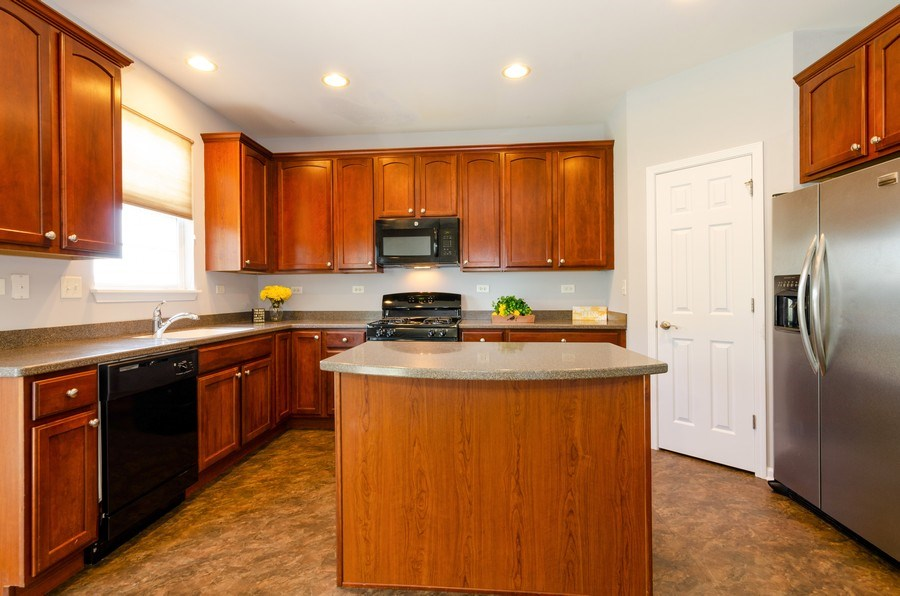 Real Estate Photography - 3136 Valley Falls Street, Elgin, IL, 60124 - Kitchen