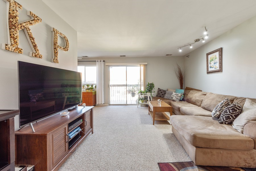 Real Estate Photography - 719 E. Whispering Oaks Drive, Unit 2RY, Palatine, IL, 60074 - Living Room