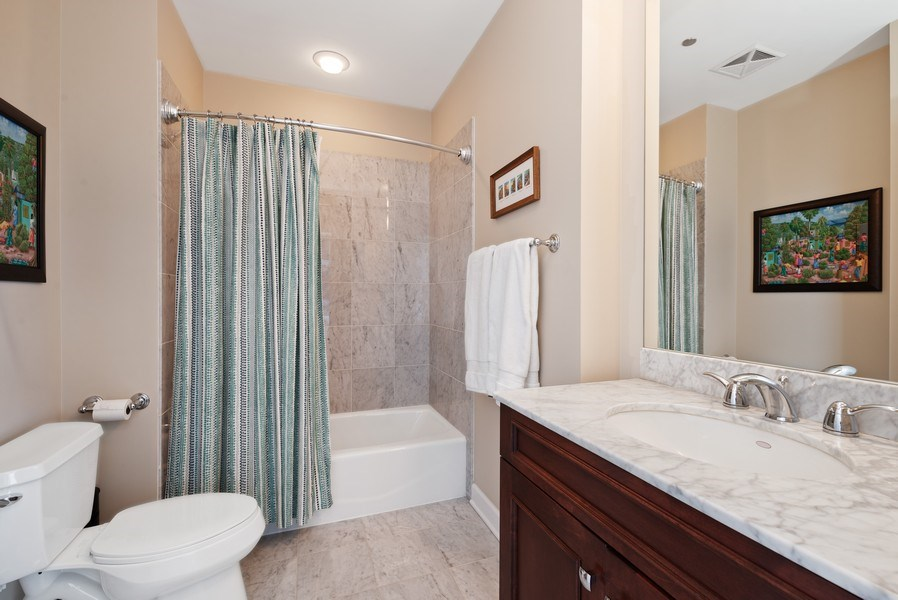 Real Estate Photography - 1211 S. Prairie Avenue, Unit 5005, Chicago, IL, 60605 - 2nd Bathroom