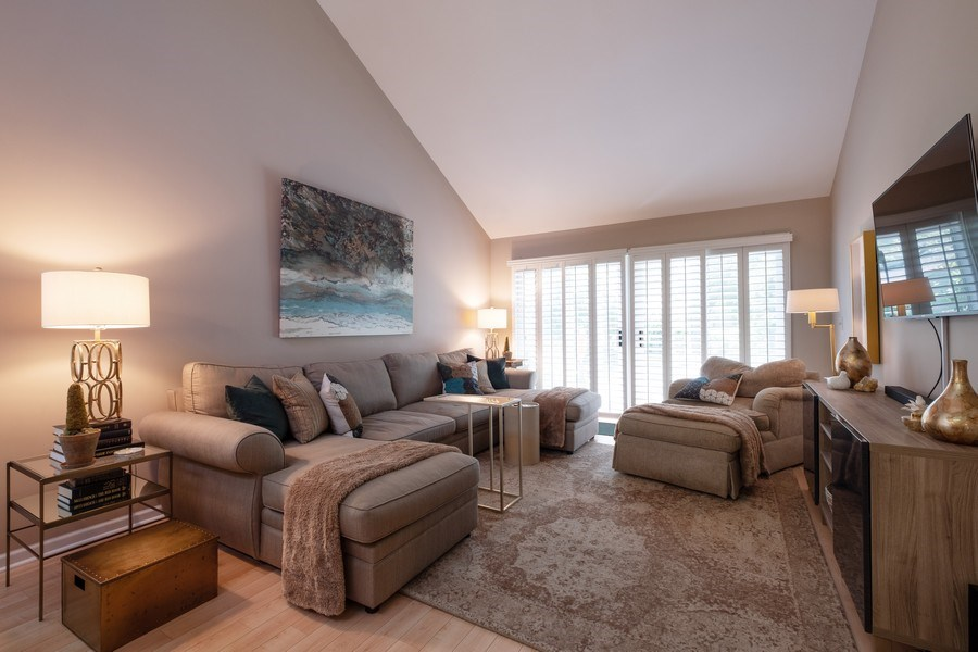 Real Estate Photography - 1379 Glengary Ln, L, Wheeling, IL, 60090 - Living Room