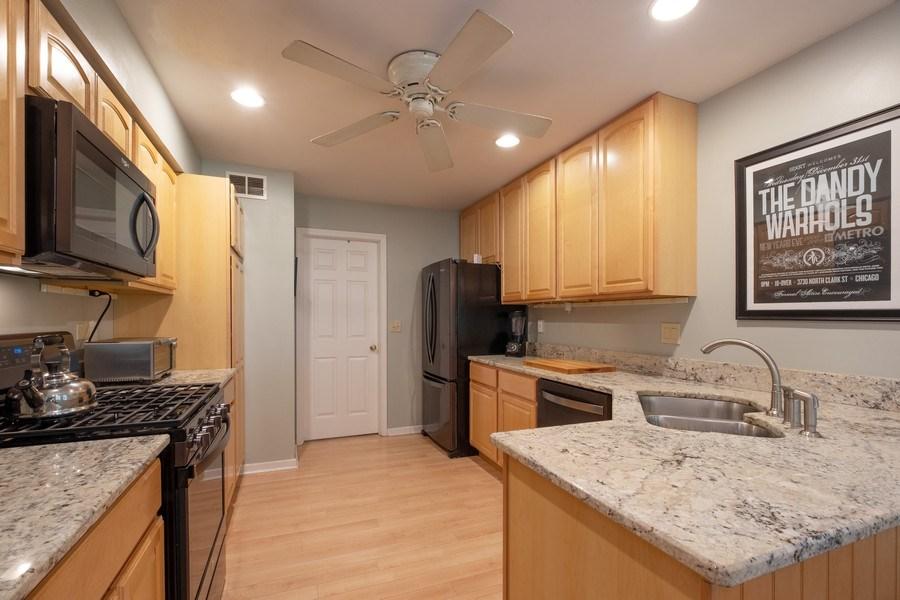 Real Estate Photography - 1379 Glengary Ln, L, Wheeling, IL, 60090 - Kitchen