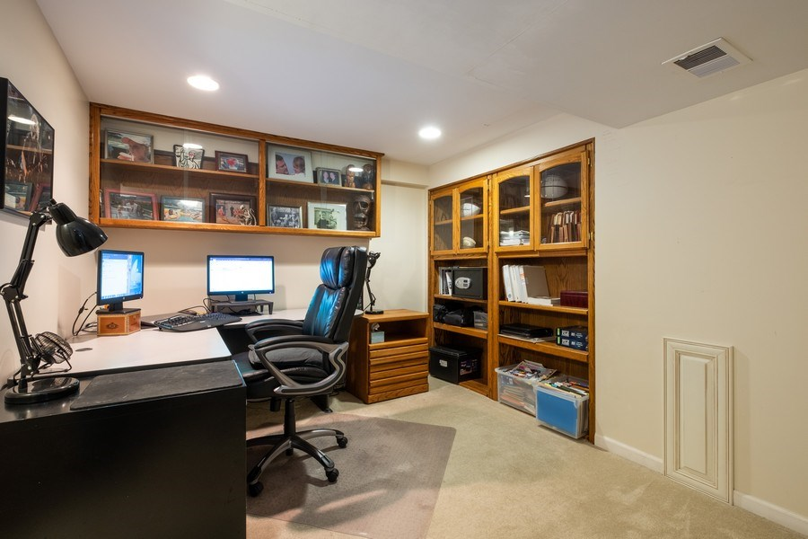 Real Estate Photography - 1379 Glengary Ln, L, Wheeling, IL, 60090 - Office