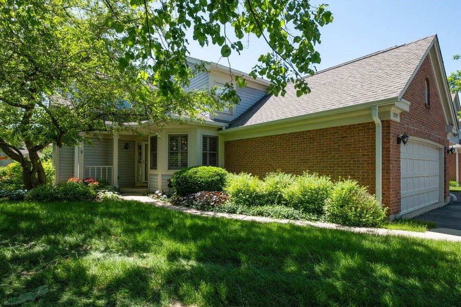 Real Estate Photography - 1379 Glengary Ln, L, Wheeling, IL, 60090 - Front Exterior