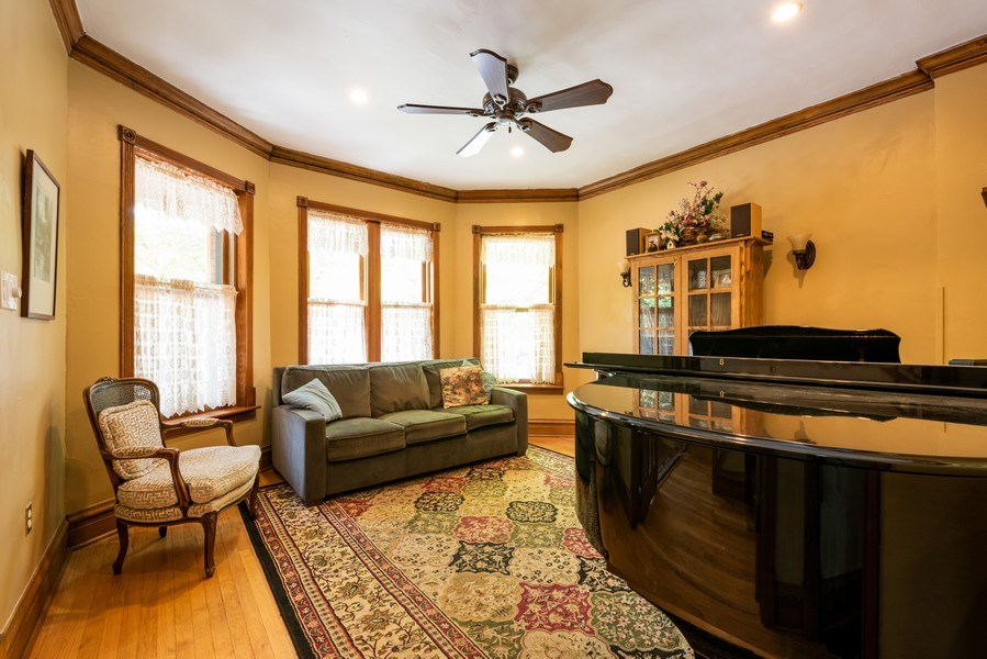 Real Estate Photography - 1456 W. Thome Avenue, Chicago, IL, 60660 - Living Room