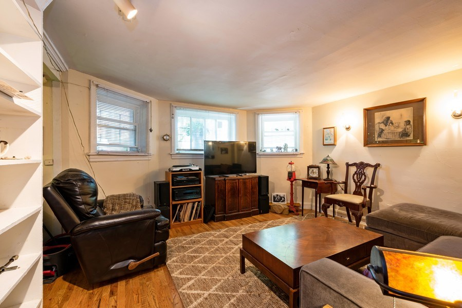 Real Estate Photography - 1456 W. Thome Avenue, Chicago, IL, 60660 - Garden Rental
