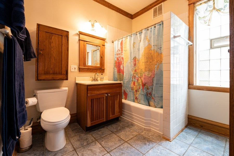 Real Estate Photography - 1456 W. Thome Avenue, Chicago, IL, 60660 - Main Floor Bath