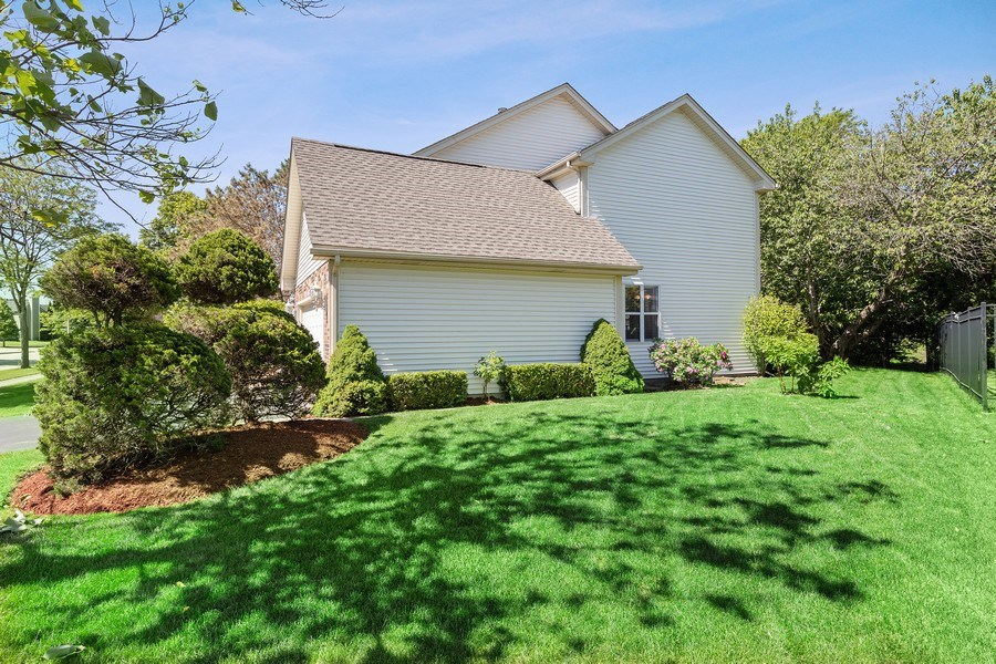 Real Estate Photography - 1163 Donegal Lane, Barrington, IL, 60010 - Side Yard