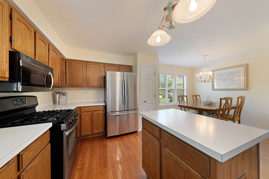 Real Estate Photography - 1163 Donegal Lane, Barrington, IL, 60010 - Kitchen