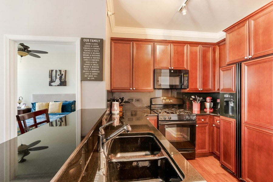 Real Estate Photography - 233 E. 13th Street, Unit 610, Chicago, IL, 60605 - Kitchen